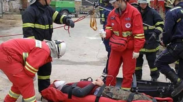 Dobrovolní hasiči z Příbrami na cvičení v Písku.