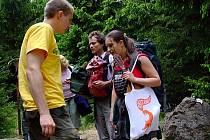 Na kótě 718 se v neděli vystřídaly skupinky aktivistů z hnutí Greenpeace.