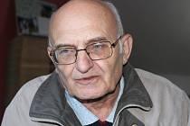 Spisovatel a fotograf Josef Fryš vypráví v redakci o své nové knize.