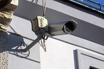 Dění v Pražské ulici sleduje kamera umístěná na domě na Václavském náměstí