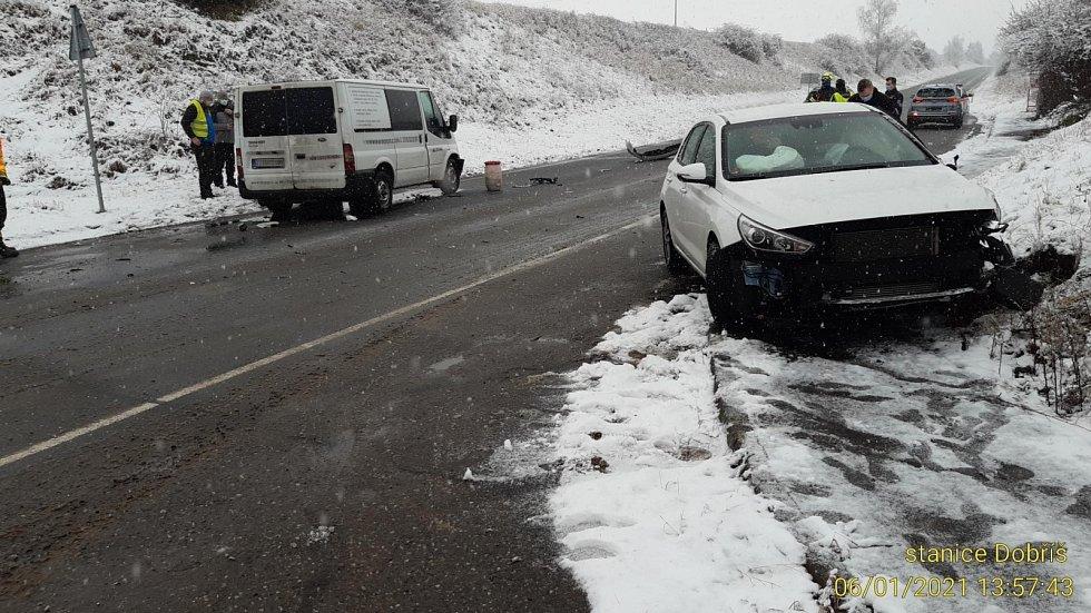 Nehoda na sněhu u Dobříše.