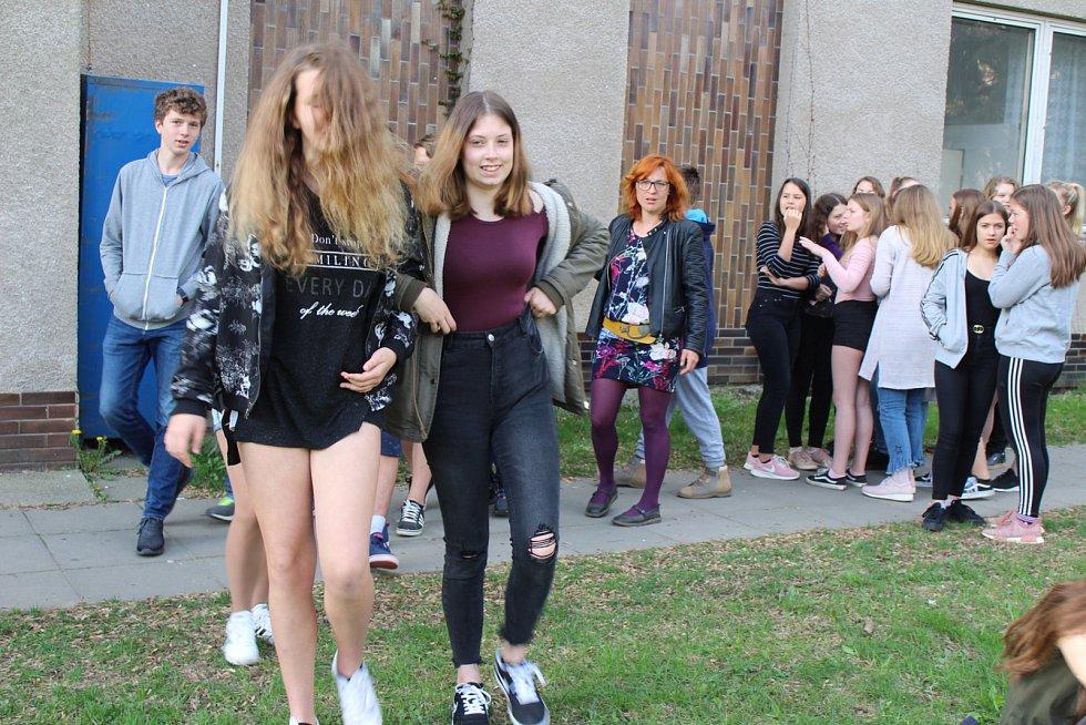 Den Země na sedlčanském gymnáziu: studenti prezentovali řešení ekologických problémů.