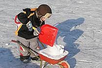 V obci Koupě si užívají nízkých teplot.
