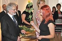 Ředitel zdravotnické školy Václav Kočovský při slavnostním vyřazení absolventů.