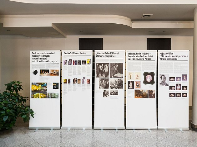 Foto z výstavy v Olomouci a Úštěku.