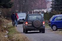 Když je Novoroční výstup na Třemšín, jsou Hutě plné aut.