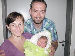 V PÁTEK 29. července maminka Lenka a tatínek Tomáš z Příčov poprvé sevřeli v náručí své první štěstíčko – dcerku Simonku Janouškovou, která v ten den vážila 3,21 kg a měřila 50 cm.