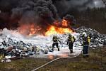 Požár v areálu kovošrotu v Sedlčanech 14. prosince 2019.