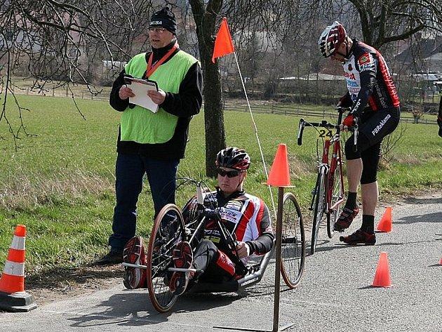 Handbiker Jan Tománek odstartoval novou sezonu, přípravu absolvoval i na závodech se zdravými cyklisty.