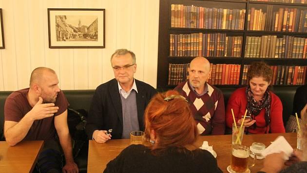 Na to, jak prožíval v dětství Mikuláše, zavzpomínal na setkání s veřejností v Příbrami poslanec Miroslav Kalousek.