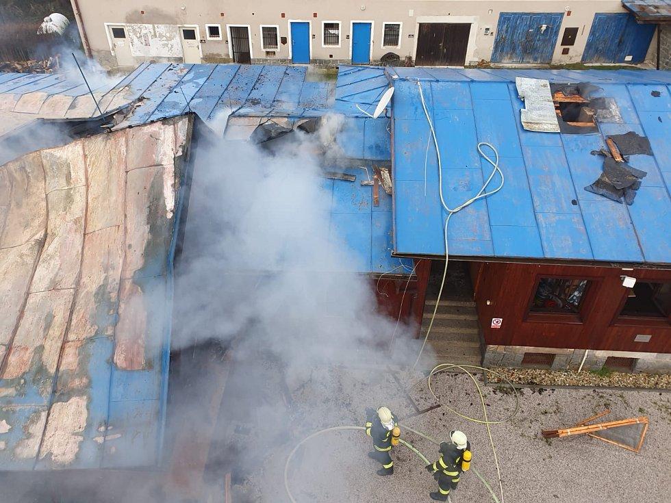 Požár rekreačního střediska ve Věšíně na Příbramsku.