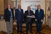Martin Polák získal ke konci loňského roku prestižní ocenění od Společnosti Jana Evangelisty Purkyně za nejlepší odbornou publikaci roku 2016. Ta se jmenuje Urgentní příjem a vyšla už ve druhém vydání.