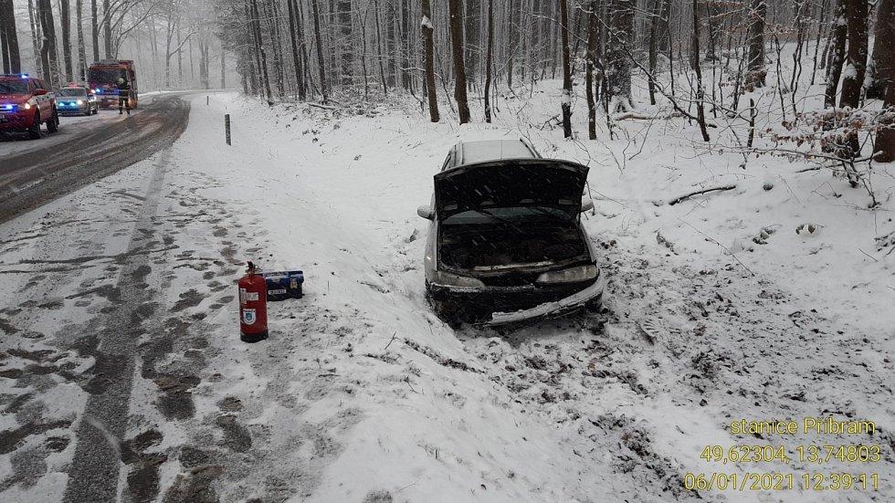 Nehoda na sněhu na Příbramsku. Ilustrační foto.