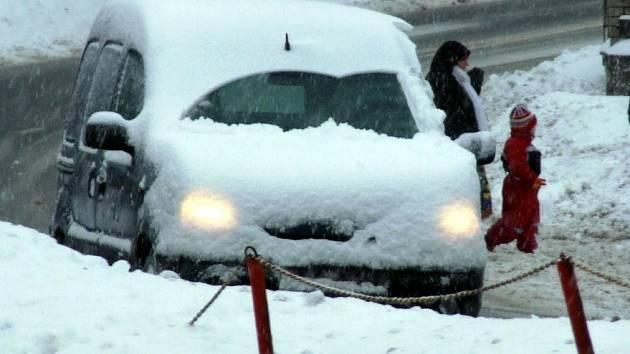 Příbramsko zasypal další sníh. Místy připadlo až 20 centimetrů nového sněhu. Na Rožmitálsku a v obcích pod brdskými hřebeny leží v průměru kolem 40 centimetrů sněhu.