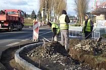 Investici za 1,5 milionu korun, která zvýší bezpečnost chodců, hradí z rozpočtu obec Dublovice. Dělníci by s pracemi měli být hotovi do Vánoc.