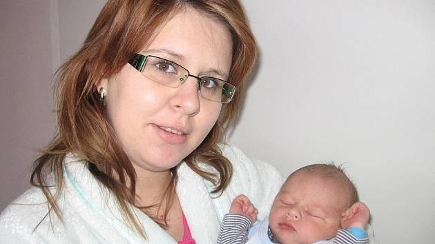 Tomášek Kačer se narodil ve středu 9. prosince a v ten den vážil 3,25 kg a měřil 49 cm. Domů do Příbrami si své nejmilejší – prvorozeného synka a maminku Renatu – odveze tatínek Petr