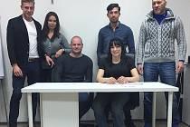 Lucie Pudilová při podpisu smlouvy s UFC.