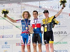 Příbramský cyklista Vojtěch Sedláček (uprostřed) se stal juniorským mistrem České republiky v časovce jednotlivců.