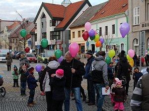 K nebi se nakonec vzneslo 197 balónků