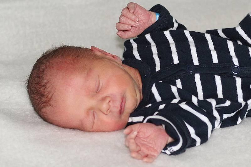 Pavel Kugler se narodil 18. září 2021 v Příbrami. Vážil 2550 g a měřil 46 cm. Doma ve Smolotelích ho přivítali maminka Veronika, tatínek Petr a dvouletý Peťa.