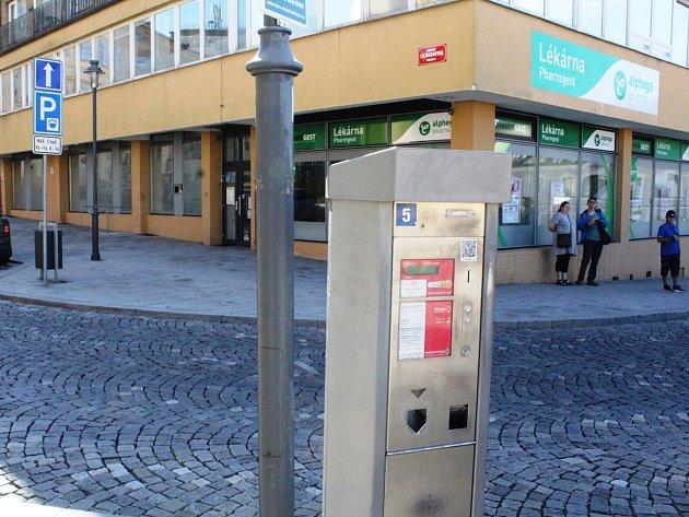 Starší parkovací automaty jsou například na náměstí TGM vPříbrami..