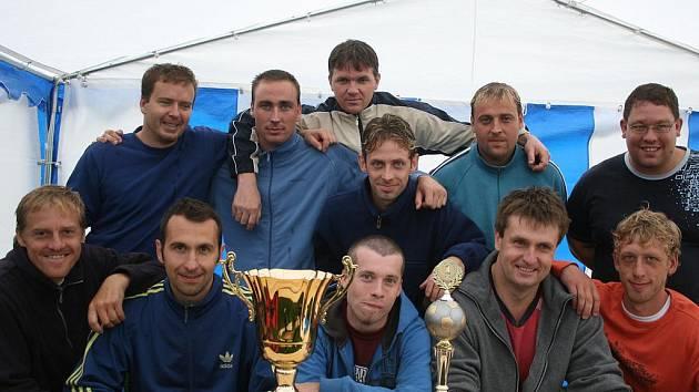 Vyhlášení Litavka Cupu. Vítězný tým Hluboš.