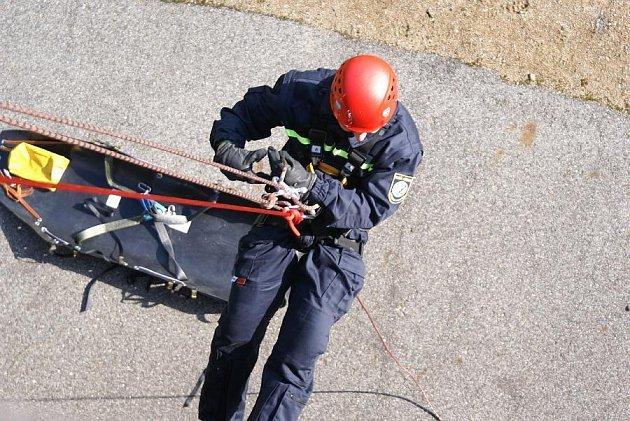 Příbramští doborovolní hasiči při lezeckém výcviku