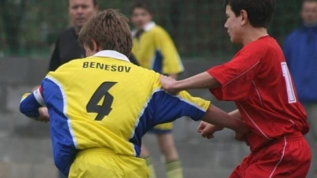 Kr. přebor žáků: Sp. Příbram (červení) - Benešov.