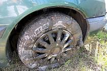 Auto po vytažení z rybníku.