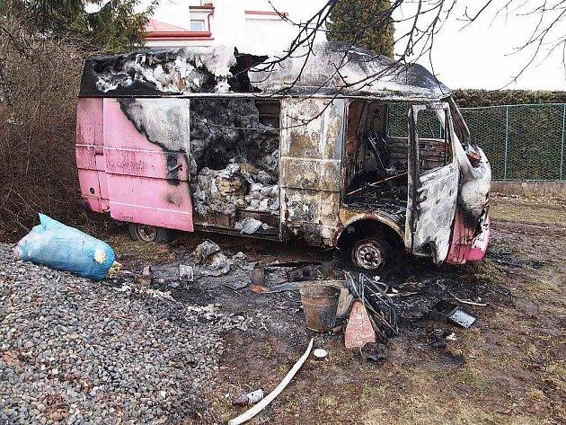 Požár auta na Svaté Hoře.