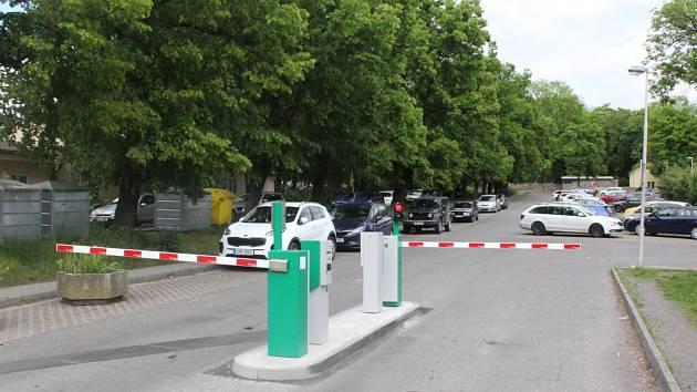 Parkoviště v ulici Primáře Václava Trnky v Příbrami patří do zelené parkovací zóny.
