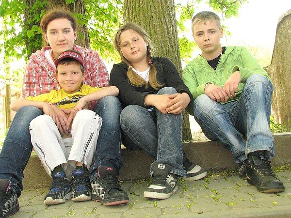 Školáci, zleva Denisa sMartinem, Michala a Honza.