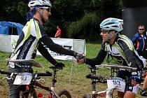 Merida Bike Adventure 2010. Vítězové Hradil a Lauerman v cíli.