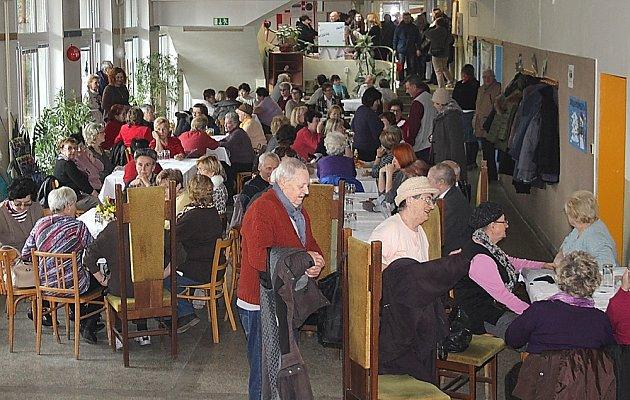 Na otevření Senior Pointu se sešlo asi 300 hostů.