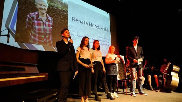 Tým Základní školy v Černošicích představil životní příběh Renaty Horešovské.
