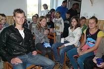 Vicemistr světa Daniel Havel s mladými kanoisty v Sedlčanech.