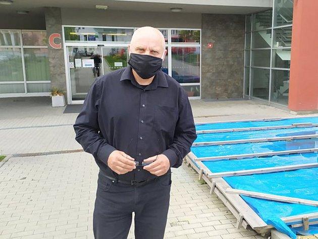 Ředitel Oblastní nemocnice vPříbrami Stanislav Holobrada.