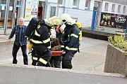 Taktické cvičení složek integrovaného záchranného systému na zimním stadionu v Příbrami.
