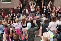 Se školou se loučili i školáci v Milíně.