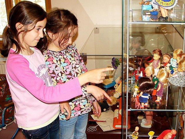 Výstava panenek v Hornickém muzeu Příbram.