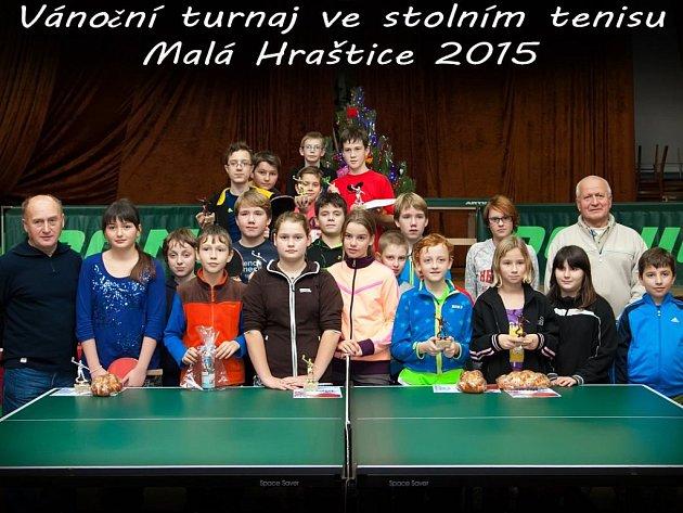 Účastníci dětského Vánočního turnaje ve stolním tenisu.