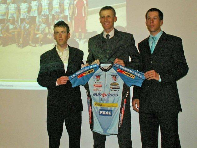 Příbramští cyklisté budou v letošní sezoně oblékat dresy s novými klubovými barvami.