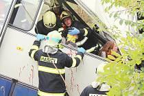 V Dlouhé Lhotě se konalo taktické cvičení záchranářů při vážné nehodě autobusu. Mělo za úkol prověřit připravenost všech složek integrovaného záchranného systému.