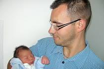 Od pondělí 8. září mají maminka Michaela a tatínek Josef z Mokrovrat radost ze synka Vítka Pechara, vážil 3,35 kg a měřil 49 cm. Klukovský svět bude zkoumat s tříletým bráškou Kubíčkem.