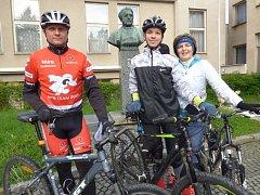 Také na cyklisty myslí pořadatelé. Rodina Čejdových z Dublovic se přihlásila na 35kilometrovou trasu.