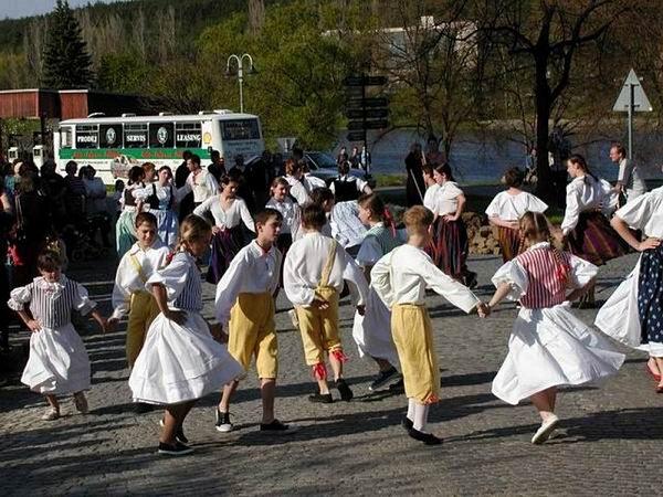 Taneční soubor Kamýček.