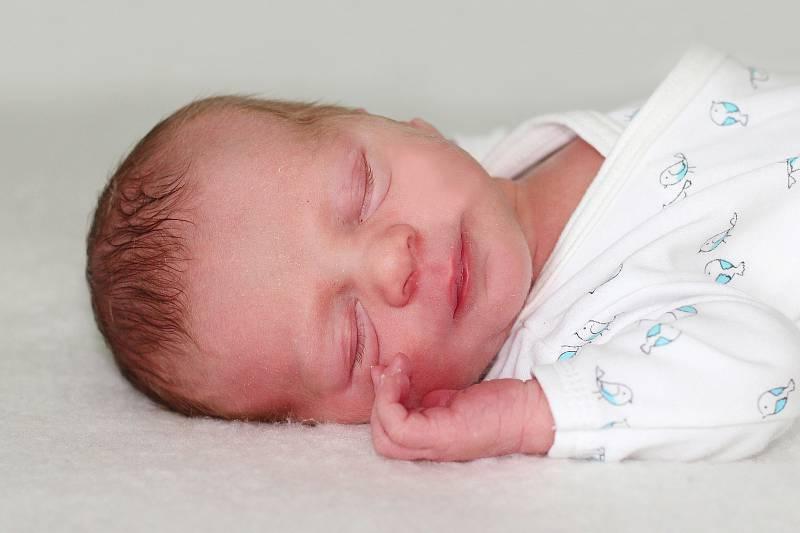 Antonín Brabec se narodil 3. října 2021 v Příbrami. Vážil 2750 g a měřil 47 cm. Doma v Petrovicích ho přivítali maminka Lenka a tatínek Jan
