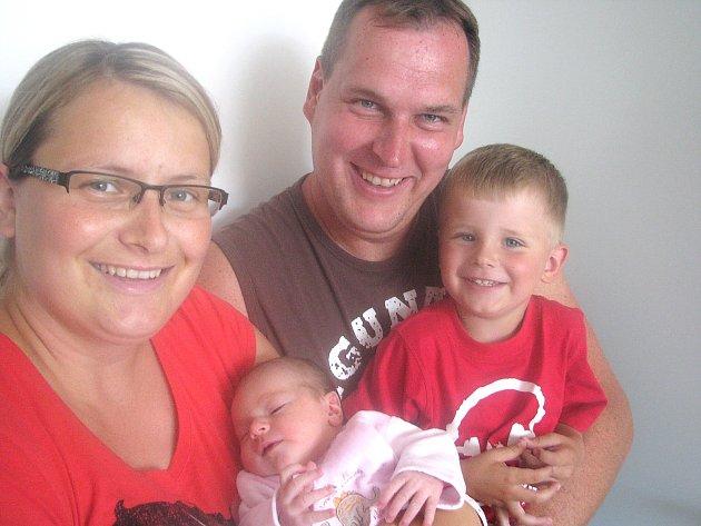 V pondělí 30. července maminka Šárka a tatínek Petr z Bukové u Příbramě přivítali na světě dcerku Terezku Pomahačovou, která v ten den vážila 3,33 kg a měřila 53 cm. Chránit malou sestřičku bude tříletý bráška Tomášek.