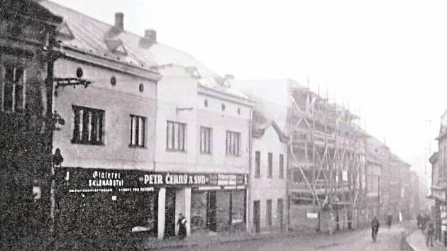 Přestavba domu č. 147 v Pražské ulici mezi roky 1939 a 1941 architektem Bělkou.