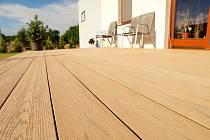 Dřevoplasty neboli WPC si v poslední době získávají stále více příznivců.